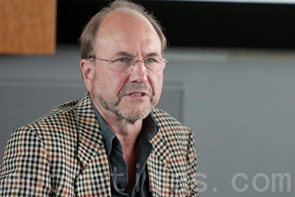 來自瑞士的施瓦茨表示,西方製藥公司捲入了活摘器官罪行。(攝影:吉森/大紀元)