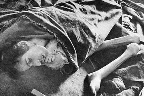 纳粹集中营中没来得及处理的犹太妇女尸体(网络图片)