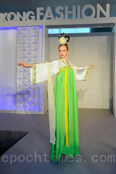 《希望》:唐朝齊胸襦裙,綠色很特別,給人一種新生的力量。(攝影:祥龍/大紀元)