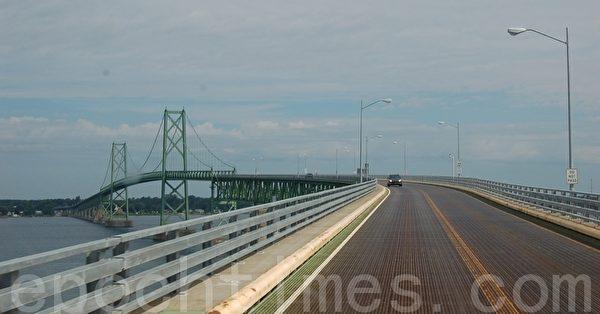 連接美加兩國的奧登斯伯格-普里斯科特國際大橋(攝影:孫萍/大紀元)