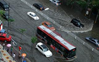 """北京雨灾被""""看奥运""""转移 官方改称死亡77人"""