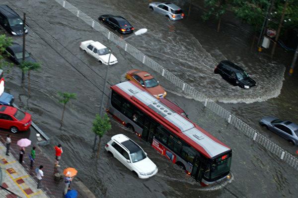 北京雨災被「看奧運」轉移 官方改稱死亡77人