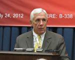 美国国会议员富兰克.沃尔夫(Frank Wolf)7月24日在对华援助协会的十周年庆祝活动上表示,中共政权正在面临崩溃。(摄影:林南/大纪元)
