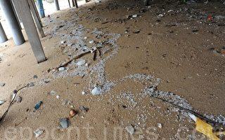 中石化150噸膠粒散滿香港海域掀民憤