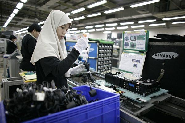 今年5月10日,美國將2000億美元中國商品關稅提高至25%。貿易戰至今,1,981種被加徵關稅產品中,超過一半的訂單被轉移到東南亞和南亞地區。示意圖。(Dimas Ardian/Getty Images)