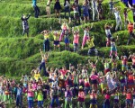 伦敦奥运开幕式具有英国个人主义传统,在活泼纷杂中显出某种内在协调,又很自然地与奥运精神、人类的关怀结合,没有那种唯我独大的傲慢。那纷彩的歌舞影像回顾,尽显英国人文化上的宽容与大度。(Getty Image)