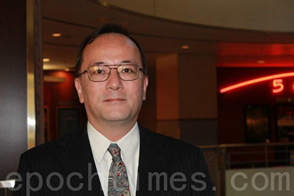 软体开发商John Kusumi 特意从蒙特利尔过来观看《自由中国》,并表示希望了解更多真相。(摄影:苏隽/大纪元)