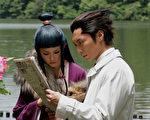 《逆转裁判》电影剧照桐谷美玲(左)成宫宽贵(右)。(图/采昌国际多媒体提供)