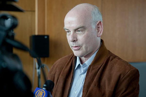 以色列医生李维表示,以色列已在二零一二年四月份开始禁止保险公司支付国民到海外移植器官。(明慧网)