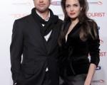 本片女主角安吉丽娜-朱莉(Angelina Jolie)和伴侣布拉德-皮特(Brad Pitt)恩爱亮相。 (图/Getty Images)