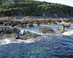 """对中日在钓鱼岛主权问题的争执,学者们提出,中方当前要争取对钓鱼岛及其海域实行两国共同管辖,以此作为""""搁置争议""""的基础。(Antoine Bouthier / AFP)"""