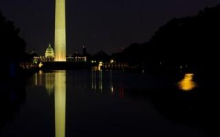 組圖:八月第二次滿月 「藍月」掛夜空