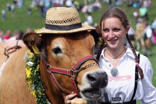 賽場上美麗的巴伐利亞姑娘(OLIVER LANG/AFP/Getty Images)