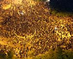 十萬港人9月8日繼續在政府總部外集會,要求撤回中共洗腦式的國民教育。(攝影:潘在殊/大紀元)