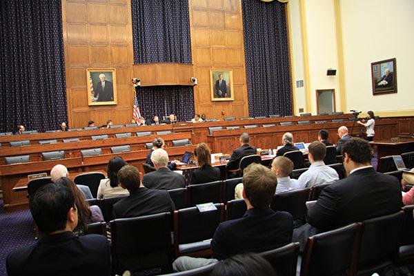 """9月12日下午﹐美国国会举行以""""中共活体摘取宗教与政治异议人士的器官""""为主题的听证会。((摄影﹕文忠/大纪元)"""