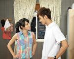 房思瑜和张雁名在《东门四少》里扮欢喜冤家。(图/台视提供)