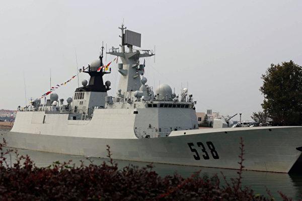 美国记者登北海军舰采访遭拒  被请喝啤酒