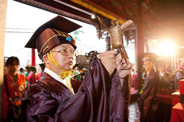 台北市政府28日在孔廟舉行「釋奠典禮」,典禮依照古禮進行,過程莊嚴肅穆。(台北市政府提供)