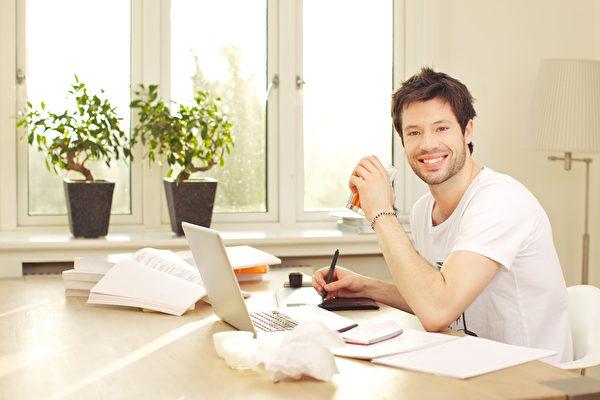 """在家工作有利有弊 做到这五点才是""""利多"""""""