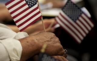 移民问题:奥巴马和罗姆尼比一比