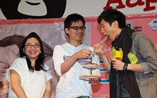 韦礼安香港歌迷献上叉烧 预祝票房热烧