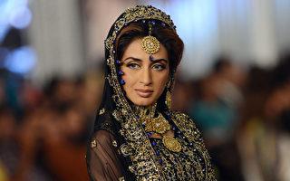 2012年10月15日,风格360新娘时装周发表设计师Shazia作品。(ARIF ALI / AFP)