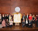 入围新唐人声乐大赛复赛的选手与亚太地区的选手合影﹐30位选手将参加20日的复赛。(摄影﹕戴兵/大纪元)