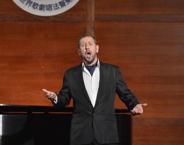 来自威尔士的选手男高音Stephen Mullan在初赛上演唱Donna non vidi mai (Manon Lescaut) Puccini。(摄影﹕戴兵/大纪元)