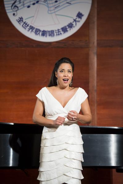 """来自智利的选手女高音Elisa Cordova在复赛上演唱""""O dolga budu ya,(Rachmaninoff), F major""""和""""Caro Nome from Rigoleno""""。(摄影﹕戴兵/大纪元)"""