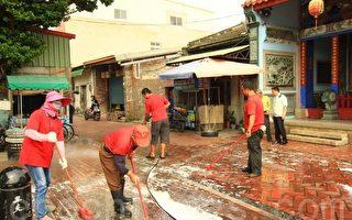 洗刷古迹路面  维护鹿港小镇整洁