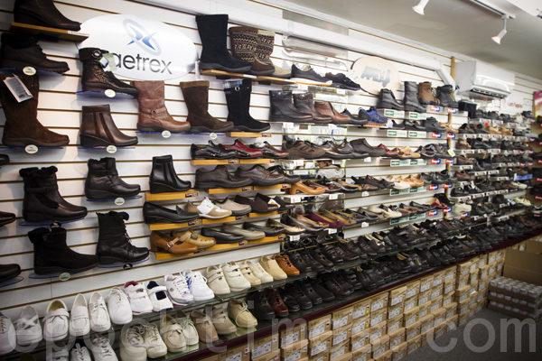 新「博醫」新進各種全皮、防滑、防水、式樣新穎的名牌糖尿病鞋和保健鞋。(攝影:Edward/大紀元)