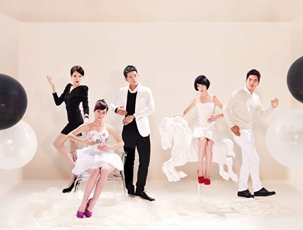 左起依序為:演員許瑋甯、小薰、宥勝、李康宜、柯有倫。(圖/三立提供)