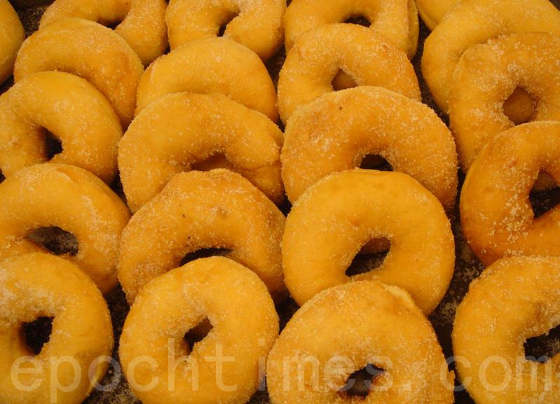 【美食典故】甜甜圈的由来
