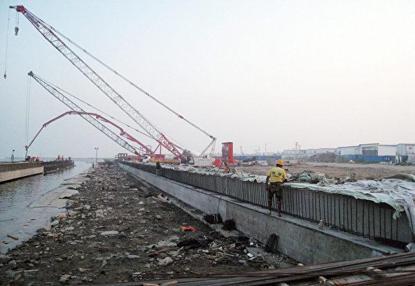 「投資錯過了上海浦東,錯過了深圳特區,千萬不要錯過天津濱海新區!」這句話也被許多天津私募投資(PE)公司當成了宣傳的資料,成為吸引民眾資金的有力號召。(AFP)
