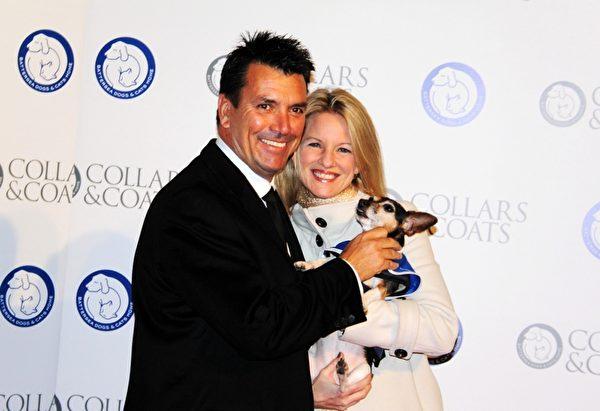英国最著名的毒舌评委西蒙•考威尔的哥哥, 身为房地产公司老板的尼科拉斯•考威尔(Nicholas Cowell)和他的妻子(Katie)凯蒂。(摄影:李景行/大纪元)
