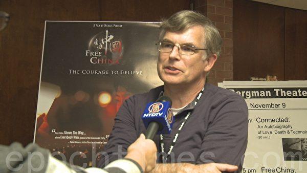 傑佛瑞‧斯泰森(Jeffry Stetson)是密歇根州立大學的物理學家,他說:「斯泰森說:「不過,想到這就令人沮喪,這種事情現在依然在發生,人們因為他們的信仰被監禁,而實際上這種信仰對其他人沒有直接傷害。」(攝影:宋德/大紀元)