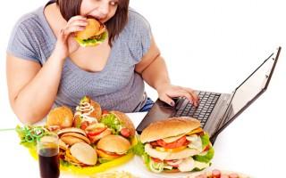 大吃大喝油腻食物 酿成胆结石