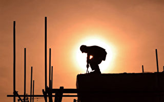 十八大報告重點,經濟是重中之重。因為中國的經濟,泡沫飛滿天。(AFP)