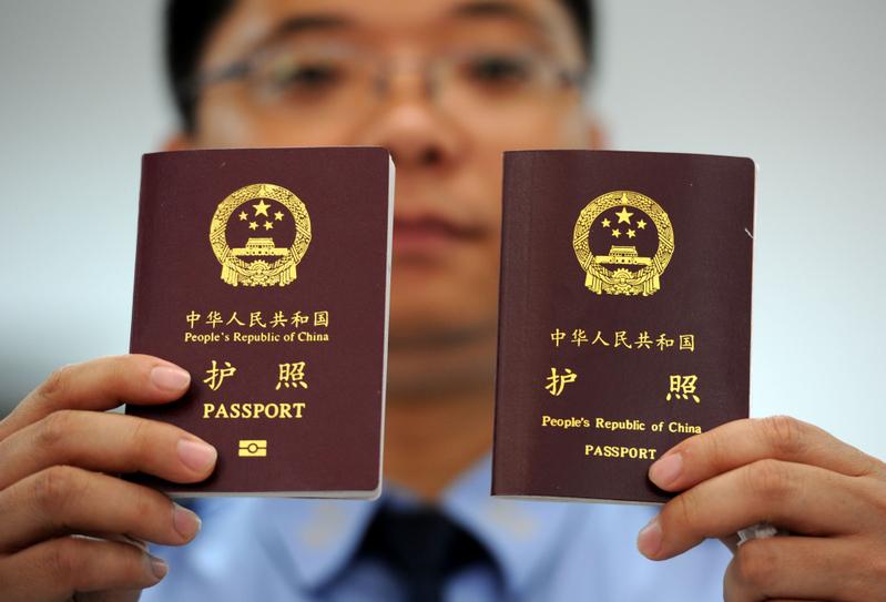 笑談國事:中共開始嚴控私人護照 舉國歡騰啊