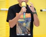 李卓人指中共以三條戰線打壓香港,包括準備再為23條立法,打擊司法獨立,以及組織官方為背景的團夥滋擾民間團體包括法輪功。他呼籲民間互相支持,團結去抗爭,結束中共一黨專政、建設民主中國。(攝影:宋祥龍/大紀元)
