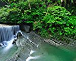 岩川民宿風景名勝腳上飛瀑。(圖:岩川民宿提供)