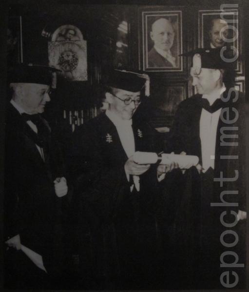 1942年获纽约州立大学荣誉博士学位。(摄影:钟元翻摄/大纪元)