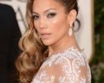 珍妮佛•洛佩兹(Jennifer Lopez)出席金球奖。(Jason Merritt/Getty Images)