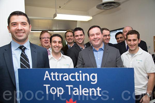 1月24日,加拿大移民部长在多伦多一家发展迅速的软件公司Eventmobi宣布,今年4月1日实施的创业签证计划(Start-Up Visa program),将吸引全球最好的企业家来加拿大创业。(摄影:艾文/大纪元)