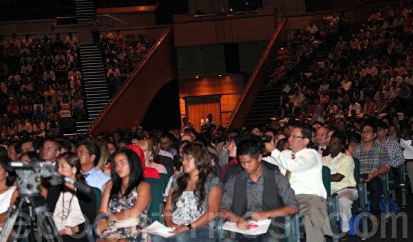 三千多名居民出席布里斯本公民宣誓典禮。(攝影:林珊如/大紀元)