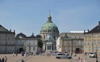 「透明國際」近日公佈,2012年全球清廉指數榜,丹麥在調查的176個國家裏位居第一。圖為丹麥哥本哈根阿馬林堡宮前的廣場。(JOHANNES EISELE/AFP/Getty Images)