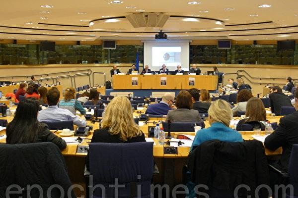 欧议员和学者谈中共对信仰团体的残酷迫害