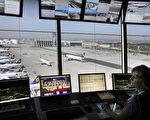 空管員的收入中值比飛行員(105,518美元)高,而飛行員還需要本科學歷。圖美國法蘭克福機場塔台。(THOMAS LOHNES/AFP/Getty Images)