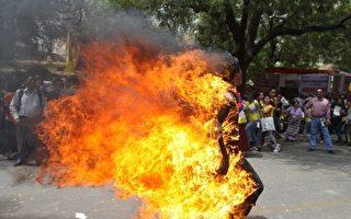 抗議中共暴政 又一西藏僧人國外自焚