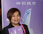納甚維爾的華人洪多麗女士在接受採訪。她覺得神韻「好漂亮」,她很喜歡。(大紀元)